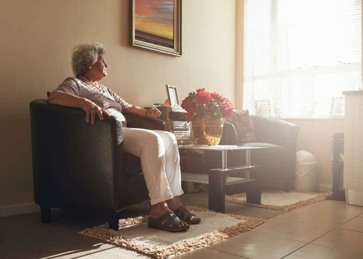 Confusion with time or place Often people in the early stages of dementia forget the time and even lose track of months and seasons. While many retired people may forget what day it is because they no longer go to work and live by a calendar, the sort of confusion surrounding time is much more severe in those with dementia. Losing track of where they are or how they got to certain places is common and should be investigated by a doctor. This type of confusion may be acute and occur suddenly or may happen over time. Those afflicted will often experience periods of confusion surrounding time and place and then revert to their old selves. Perception of time and time distortion are also issues for those struggling with dementia. They may believe they haven't seen a loved one for months or years, when in fact it was only days ago.