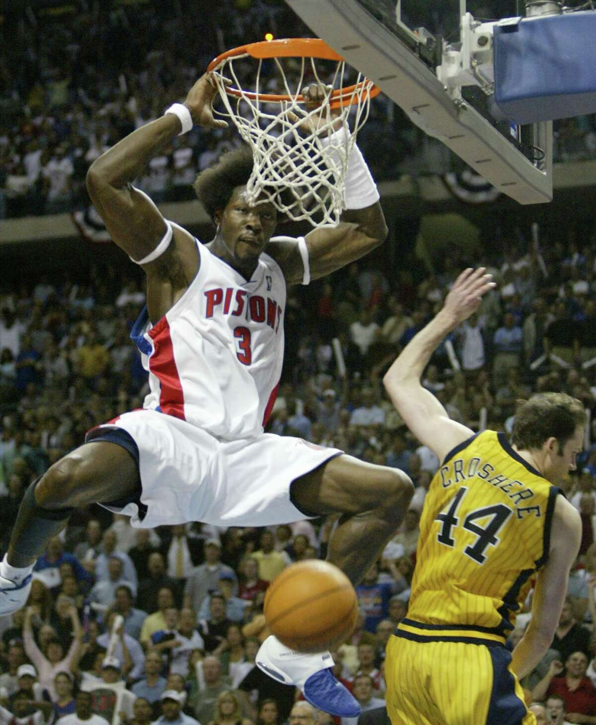 KRT SPORTS STORY SLUGGED: PACERS-PISTONS KRT PHOTOGRAPH BY KIRTHMON F. DOZIER/DETROIT FREE PRESS (June 1) Detroit's Ben Wallace slams the ball over Indiana's Austin Croshere to seal his team's 69-65 win in Game 6 of their NBA Eastern Conference Finals at the Palace of Auburn Hills, in Michigan, on Tuesday, June 1, 2004. Pistons will face the Lakers in the NBA Finals. (nk) 2004