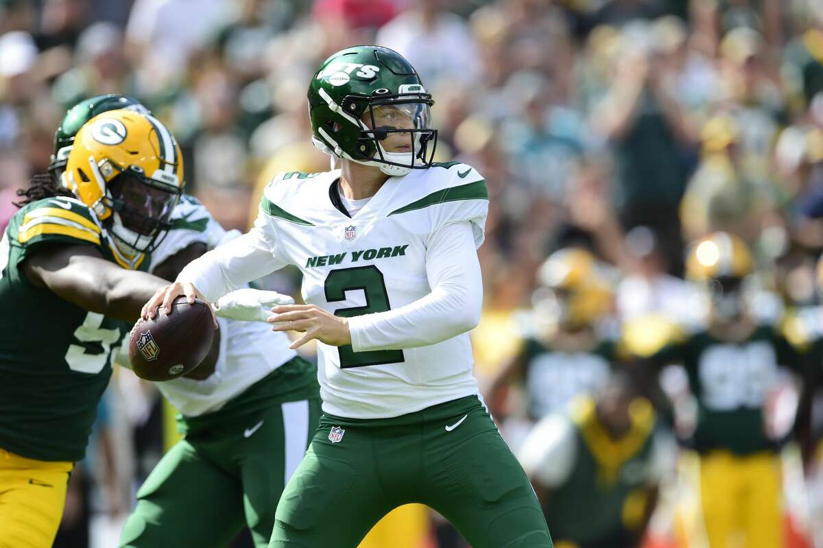 GREEN BAY, WISCONSIN - AUGUST 21: Zach Wilson #2 of the New York Jets throws a pass against the Green Bay Packers in the first half of a preseason game at Lambeau Field on August 21, 2021 in Green Bay, Wisconsin.