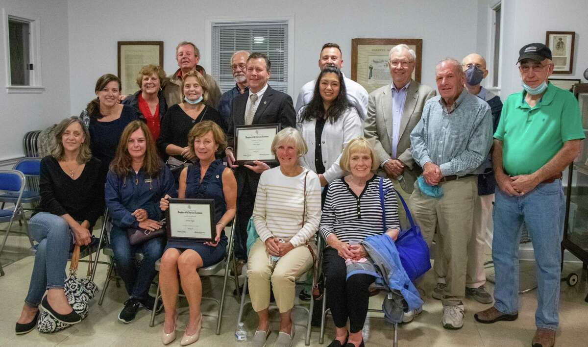 John and Janine Tighe receive the Daughters of the American Revolution Community Service Award 2020-21.