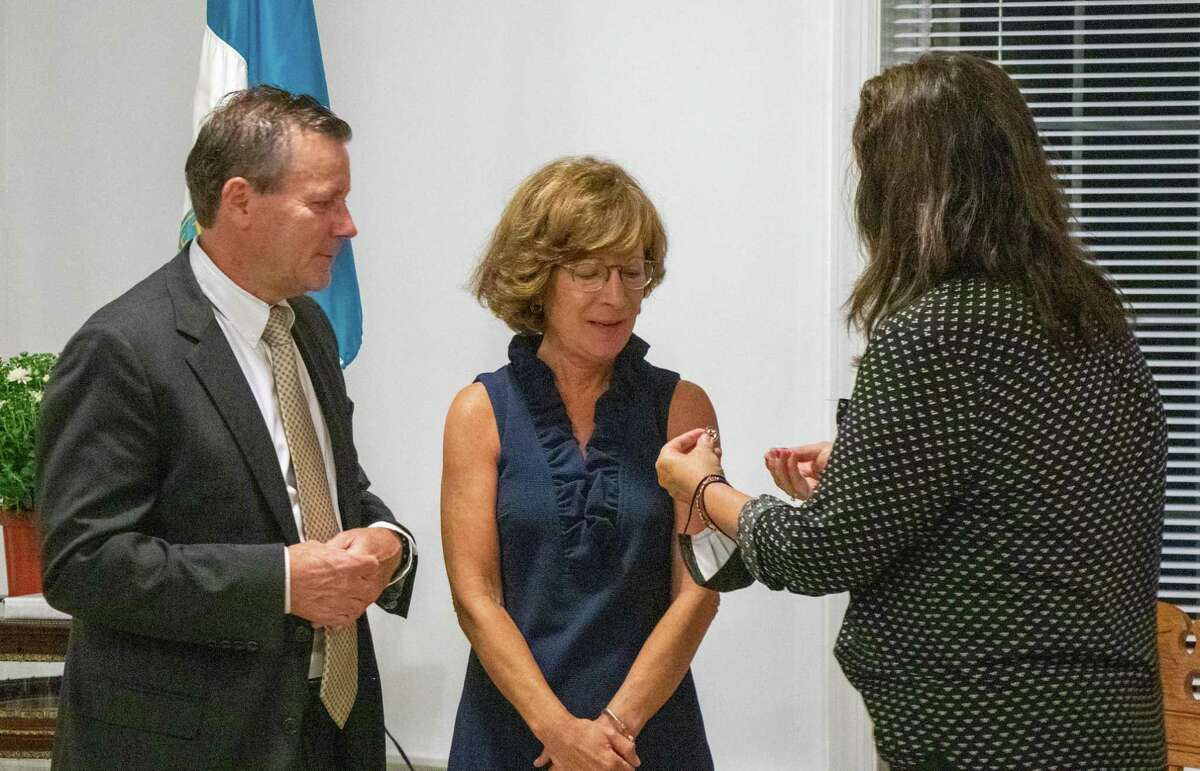 John and Janine Tighe recieve a pin from the Daughters of the American Revolution and receive the 2020-21 DAR Community Service Award.