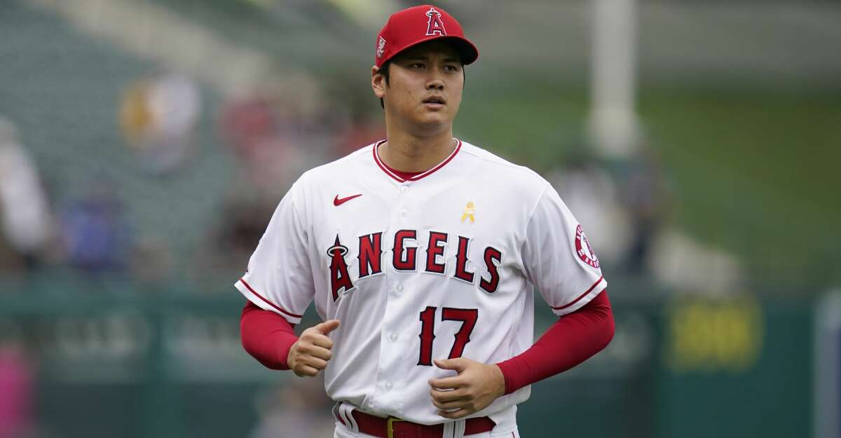 Los Angeles Angels designated hitter Shohei Ohtani (17) warms up before a baseball game against the New York Yankees Wednesday, Sep. 1, 2021, in Anaheim, Calif. (AP Photo/Ashley Landis)