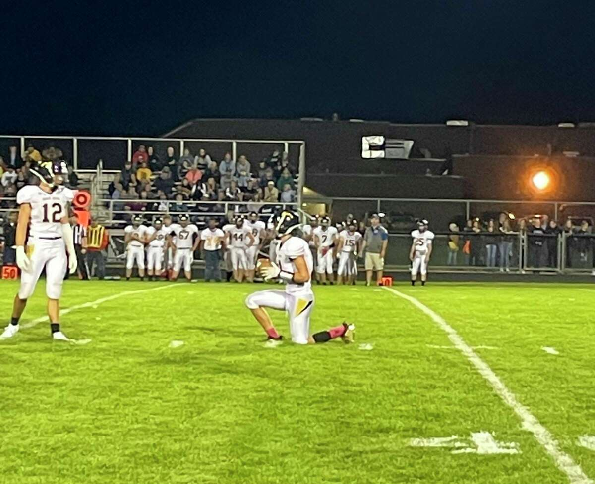 Bad Axe seals the win over USA with a kneel-down.(Tom Greene/Huron Daily Tribune)