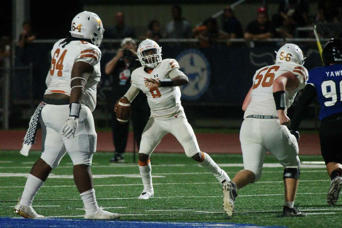 Dobie's Cameron Gray (9) sets up to pass against Friendswood Friday, Sep. 10, 2021 at Friendswood High School.