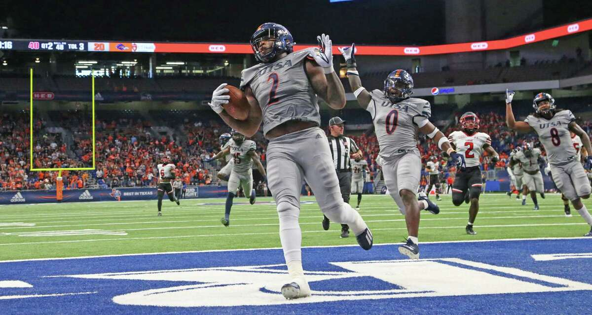 UTSA offensive linebacker Charles Wiley recovers a fumble and returned for a touchdown as he celebrates in second quarter. UTSA v Lamar on Friday, Sept.11 2021.
