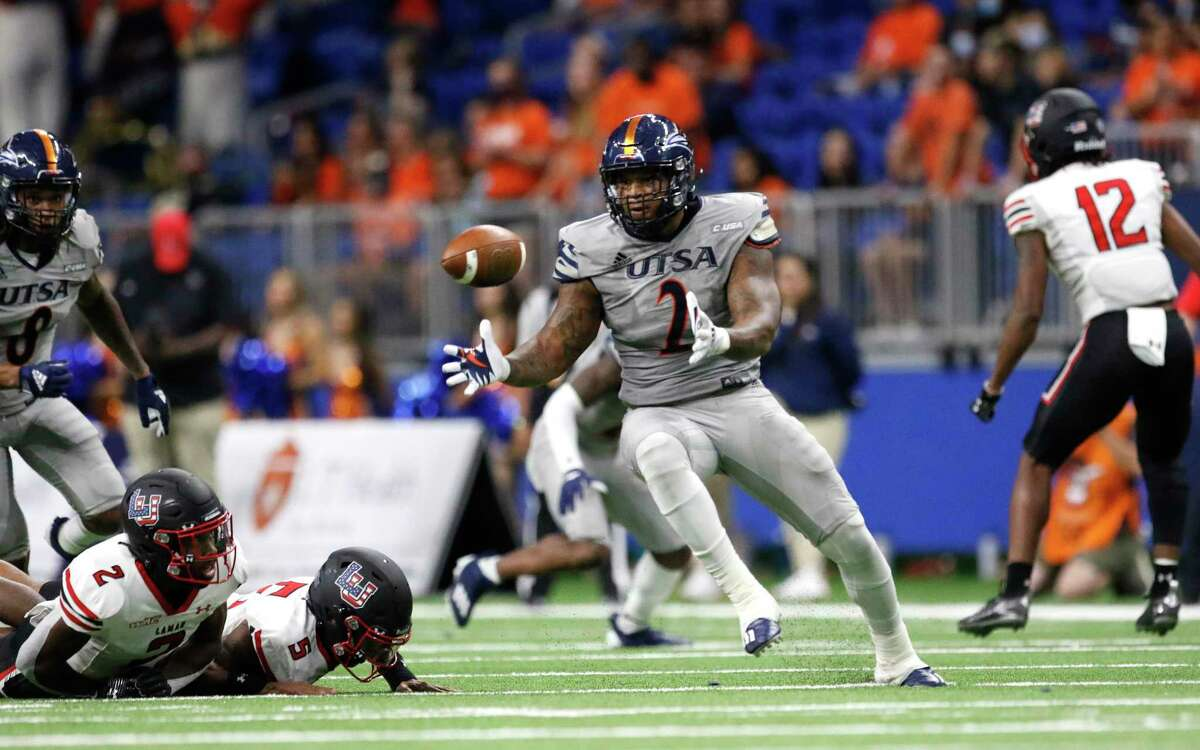 UTSA offensive linebacker Charles Wiley recovers a fumble and returned for a touchdown in second quarter. UTSA v Lamar on Friday, Sept.11 2021.