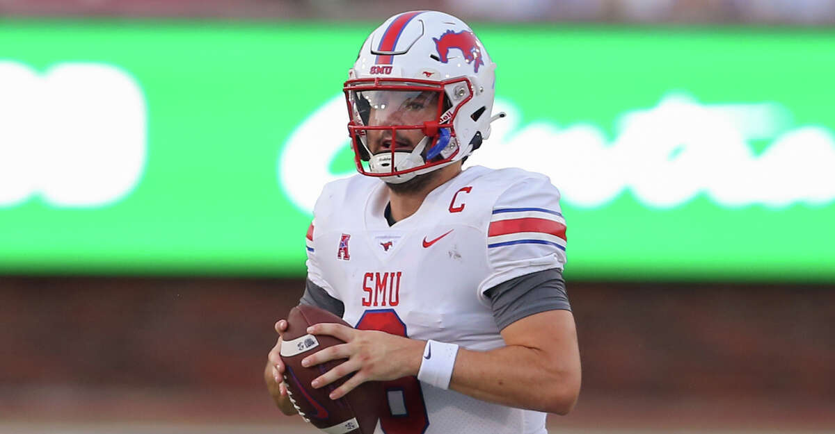 Southern Methodist Mustangs quarterback Tanner Mordecai (8) passes during the game between SMU and Abilene Christian on September 4, 2021 at Gerald J. Ford Stadium in Dallas, TX. (Photo by George Walker/Icon Sportswire via Getty Images)