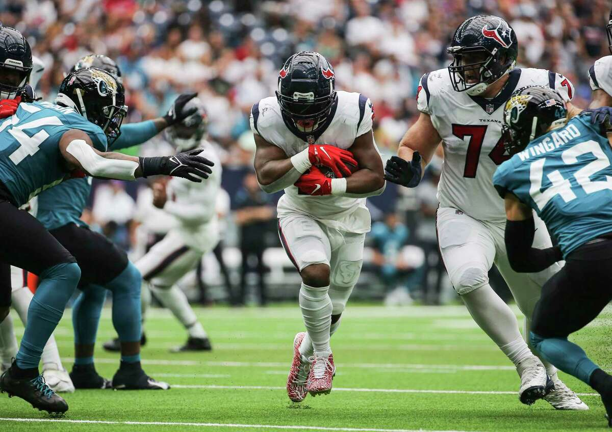 Mark Ingram with one of his 26 carries against the Jaguars.
