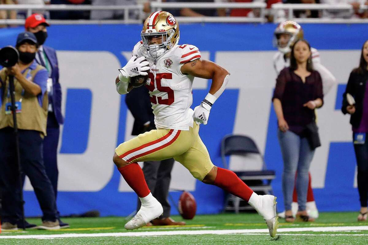 DETROIT, MICHIGAN - SEPTEMBER 12: Eli Mitchell #25 of the San Francisco 49ers runs for a touchdown against the Detroit Lions during the first half at Ford Field on September 12, 2021 in Detroit, Michigan. (Photo by Leon Halip/Getty Images)