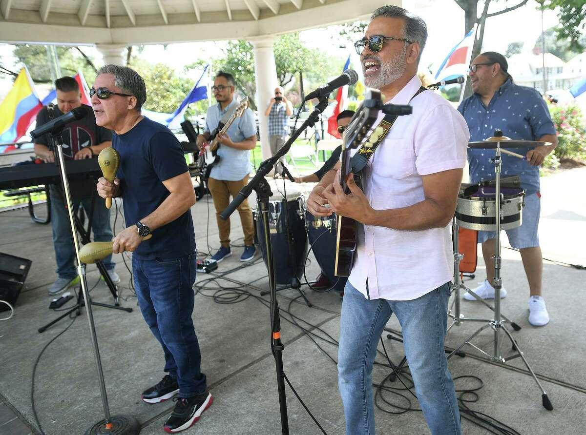 Edwin Rivera, izquierda, Marcos Torres, ambos de Bridgeport, y la Torres Band se presentan en el Festival de Música Latina de Stratford en Paradise Green en Stratford, Connecticut, el domingo 12 de septiembre de 2021.