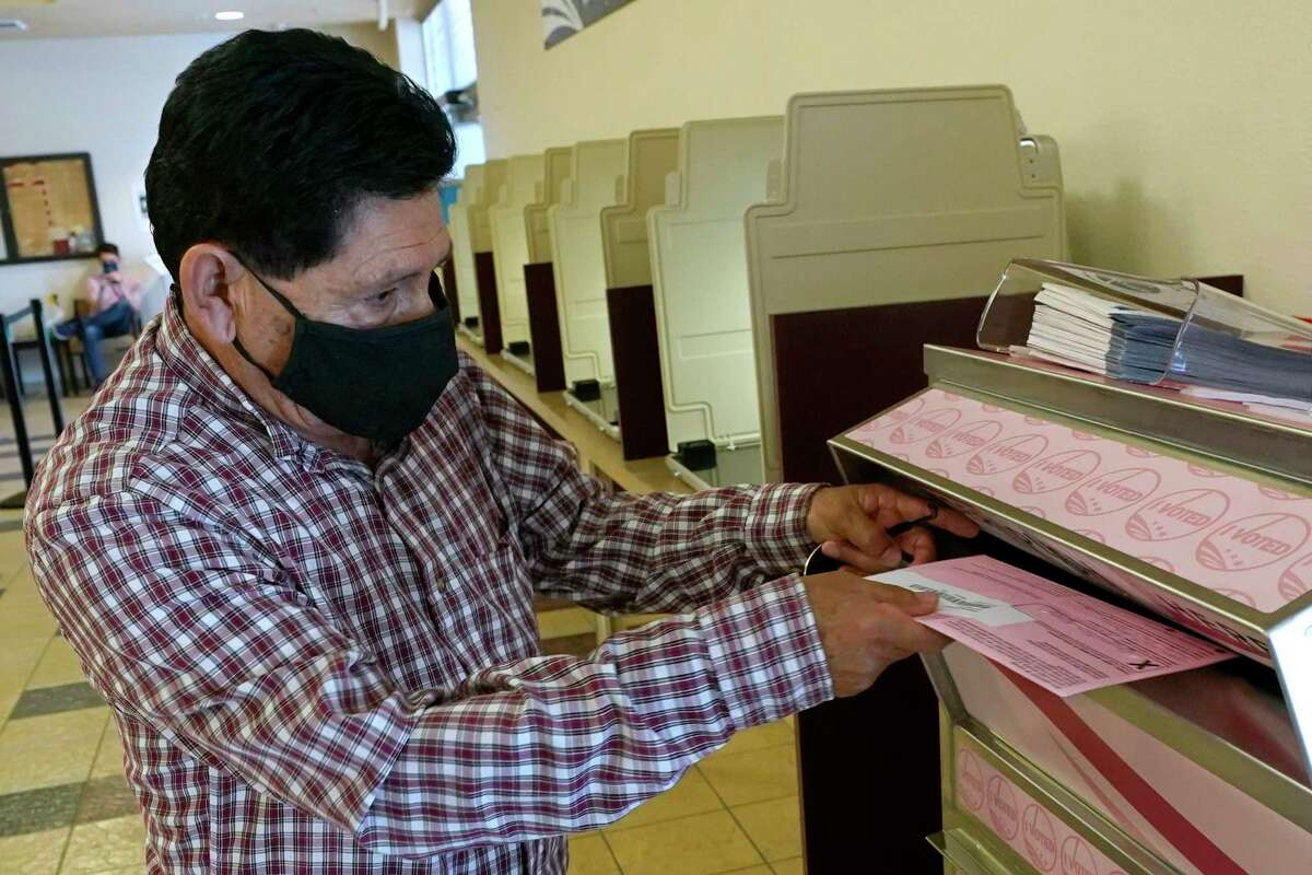 Francisco Torres casts his ballot in the gubernatorial recall election at the Sacramento County Registrar of Voters office on Aug. 30.
