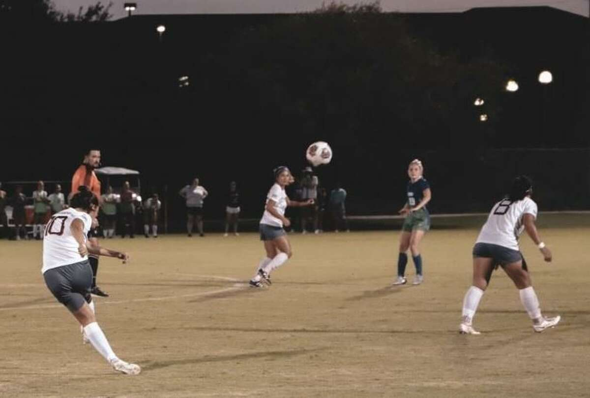 TAMIU split its matchups this weekend on a road trip to Florida winning 1-0 over Florida Southern before falling by the same score against St. Leo.