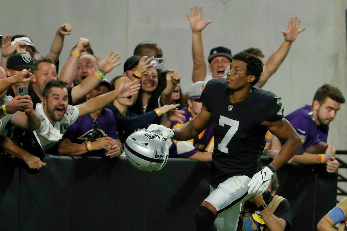 LAS VEGAS, NEVADA - SEPTEMBER 13: Zay Jones #7 of the Las Vegas Raiders celebrates after scoring the game winning touchdown to defeat the Baltimore Ravens 33-27 in overtime at Allegiant Stadium on September 13, 2021 in Las Vegas, Nevada. (Photo by Ethan Miller/Getty Images)