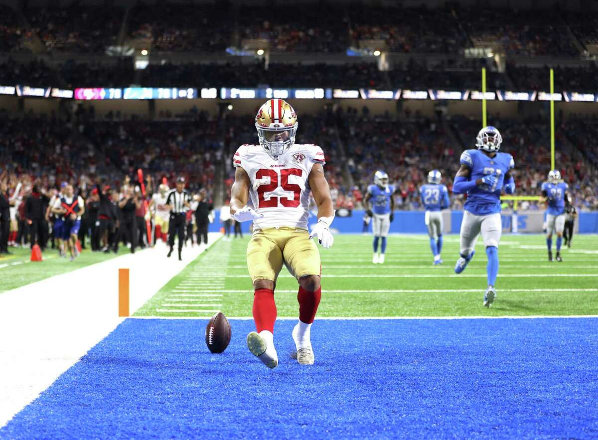 DETROIT, MICHIGAN - SEPTEMBER 12: Elijah Mitchell #25 of the San Francisco 49ers celebrates his 38-yard rushing touchdown against the Detroit Lions during the second quarter at Ford Field on September 12, 2021 in Detroit, Michigan. (Photo by Gregory Shamus/Getty Images)