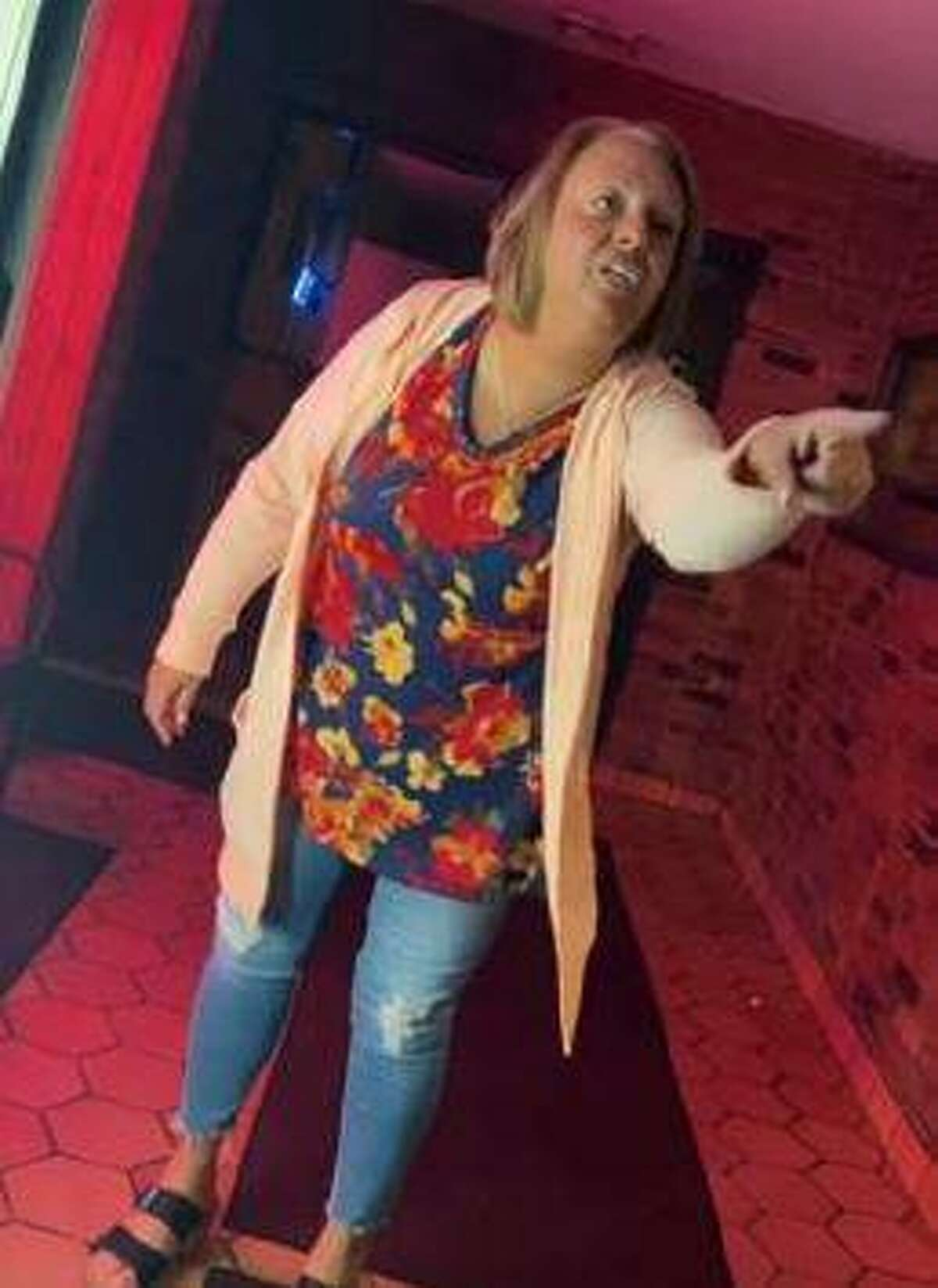 Police are looking for this woman who allegedly assaulted a customer in a Berlin pizza shop late Saturday night.