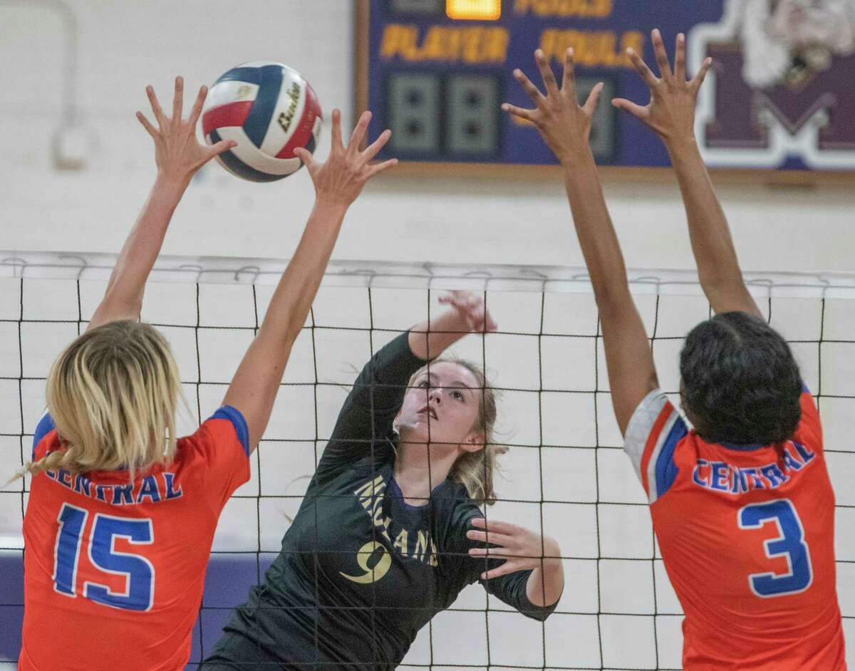 Midland High's Grace Utter tries to get her shot past the reach of San Angelo Central's Amory Fly and Peyton Mayberry 09/14/2021 at Midland High gym. Tim Fischer/Reporter-Telegram