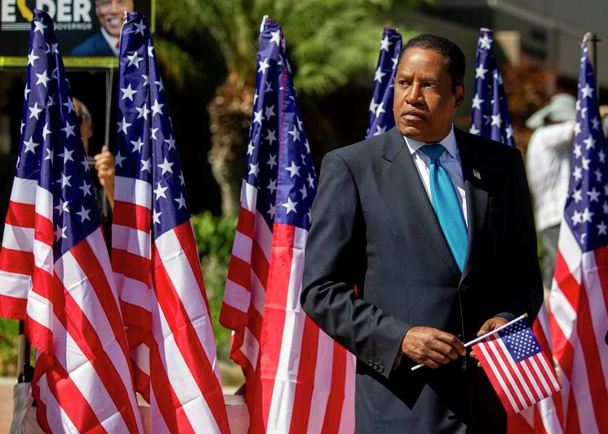 Recall candidate Larry Elder presented a medal to a Chinese American World War II veteran at Monterey Park (Los Angeles County) City Hall on Monday.
