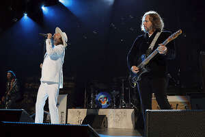 Chris and Rich Robinson at an earlier concert in the 2021 Black Crowes tour. (Getty Images)