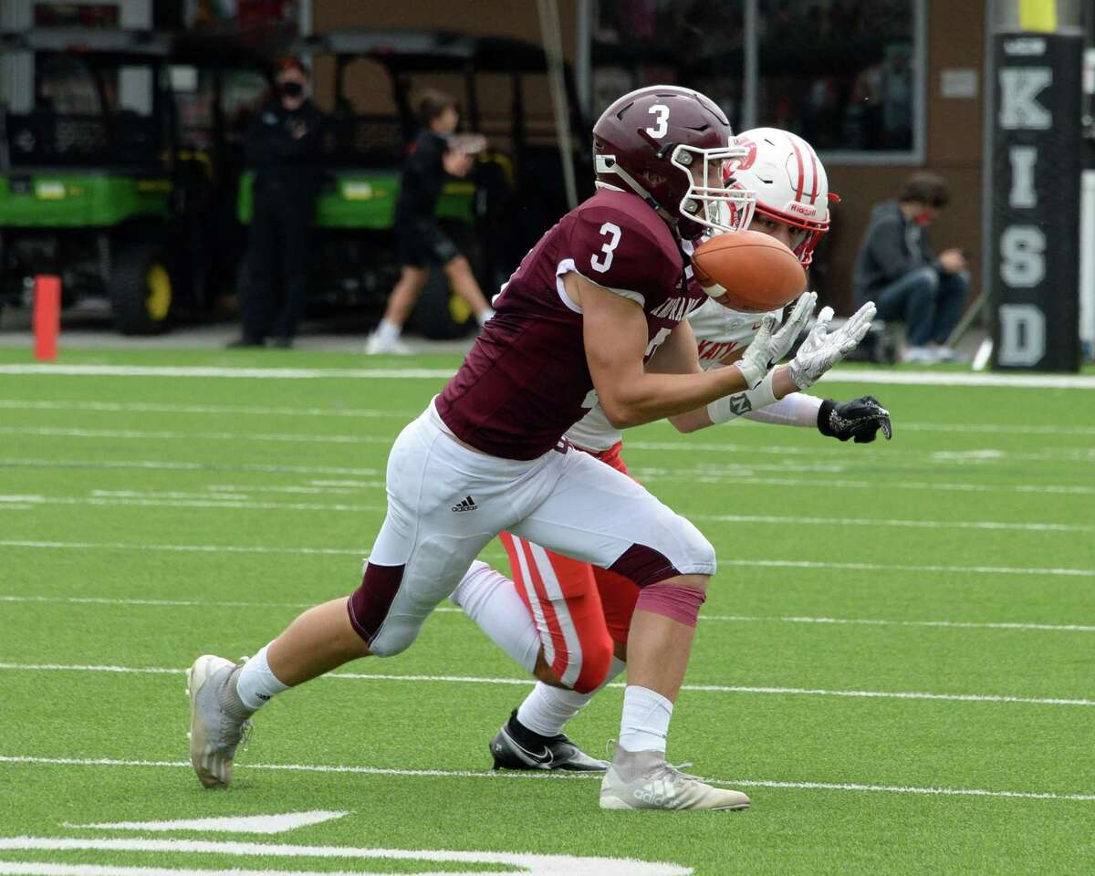 Seth Salverino (3) of Cinco Ranch makes a reception during the fourth quarter of a 19-6A football game between the Cinco Ranch Cougars and the Katy Tigers on Saturday, October 24, 2020 at Legacy Stadium, Katy, TX.