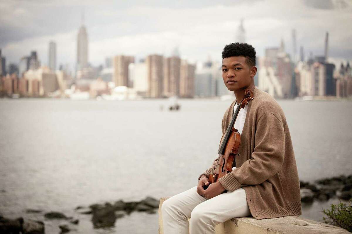 Violinist Randall Goosby.