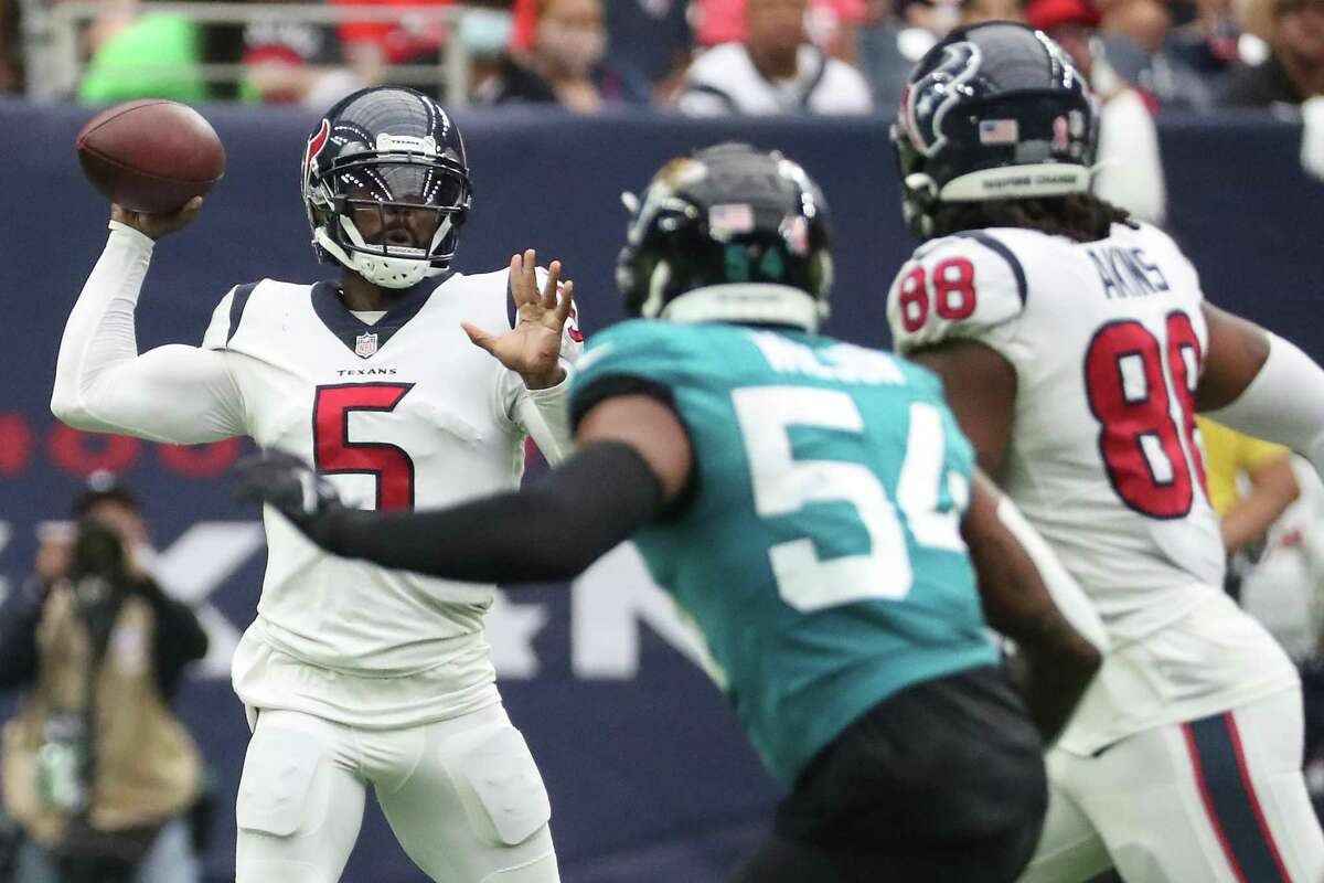Texans quarterback Tyrod Taylor, passing against Jacksonville in opener, is returning to Cleveland, where he played in 2018.