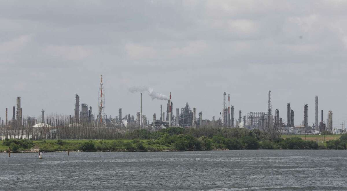 Eleven of Houston's largest energy and chemical companies are announing plans to create a large-scale carbon storage complex in the Houston area to serve the region's massive industrial and petrochemical sectors.