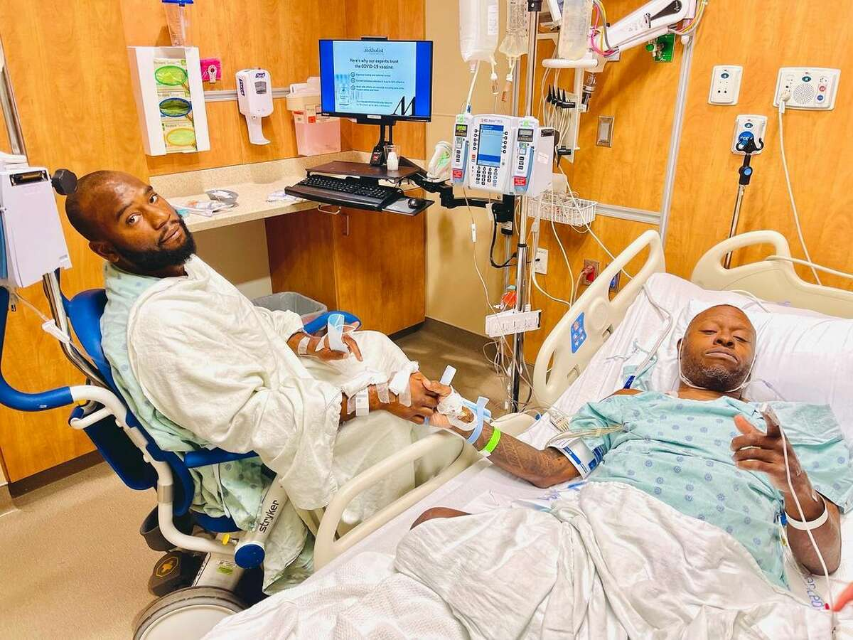 Houston rapper Scarface received a life-saving kidney transplant from his son Christopher Jordan following Scarface's battle with COVID-19.