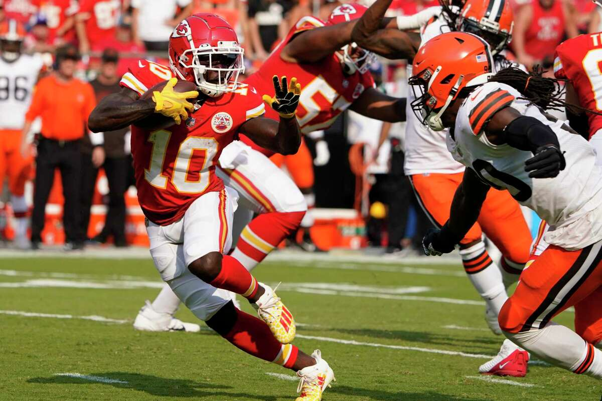 Jadeveon Clowney, in his debut with the Browns, goes after Kansas City's Tyreek Hill.