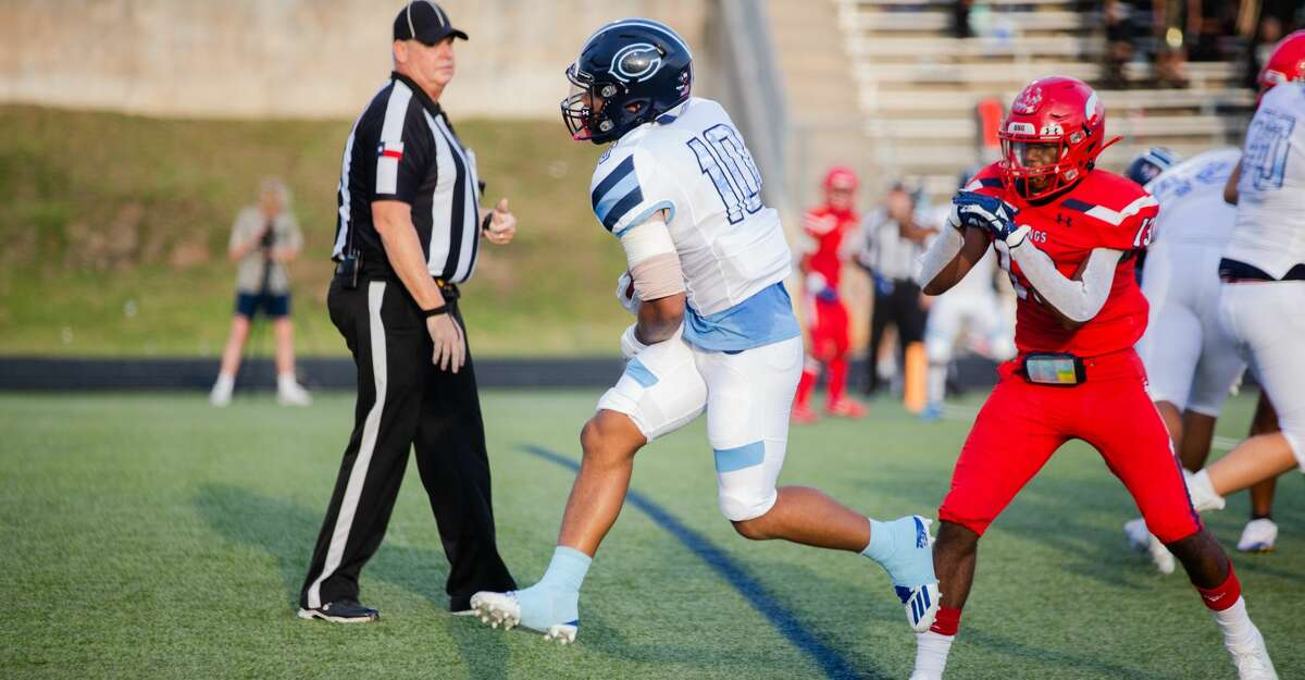 Clements Rangers RB Avery Clark (10) rushes for a touchdown during the first half of action between Dulles Vikings vs. Clements Rangers during a high school football game at the Hall Stadium, Thursday, September 16, 2021, in Missouri City. (Juan DeLeon/Contributor)