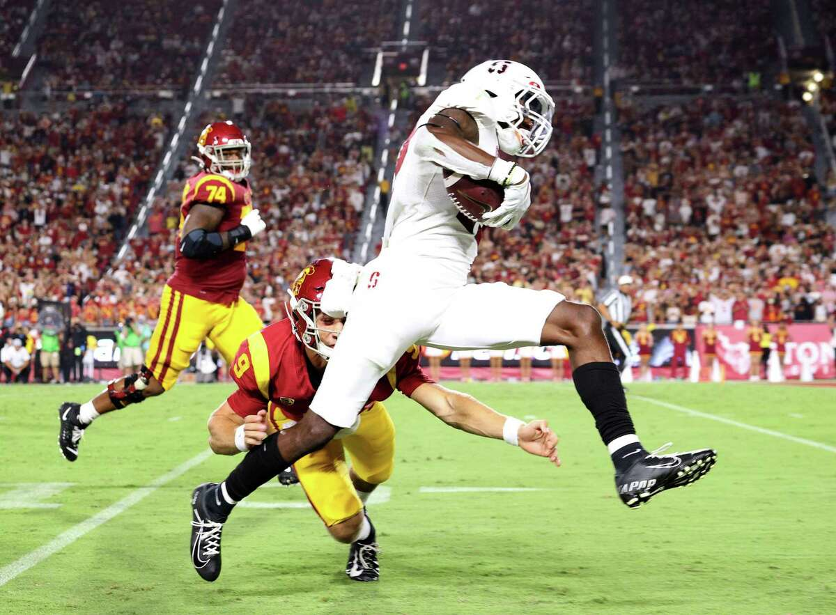 LOS ANGELES, CALIFORNIA - SEPTEMBER 11: Kyu Blu Kelly #17 of the Stanford Cardinal runs back his interception past Kedon Slovis #9 of the USC Trojans for a touchdown during the third quarter at Los Angeles Memorial Coliseum on September 11, 2021 in Los Angeles, California. (Photo by Harry How/Getty Images)