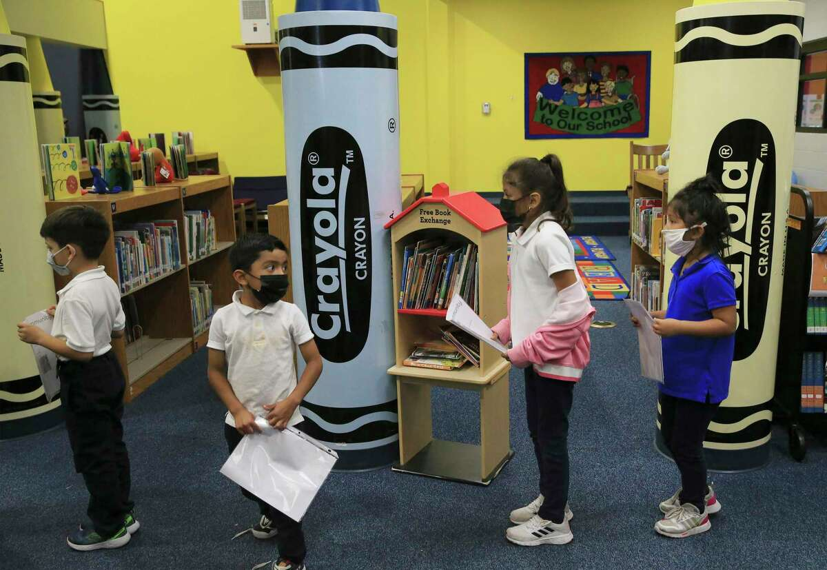 Students line up to be tested for COVID-19 by Community Labs at Roosevelt Elementary on Wednesday, Sept. 15, 2021.
