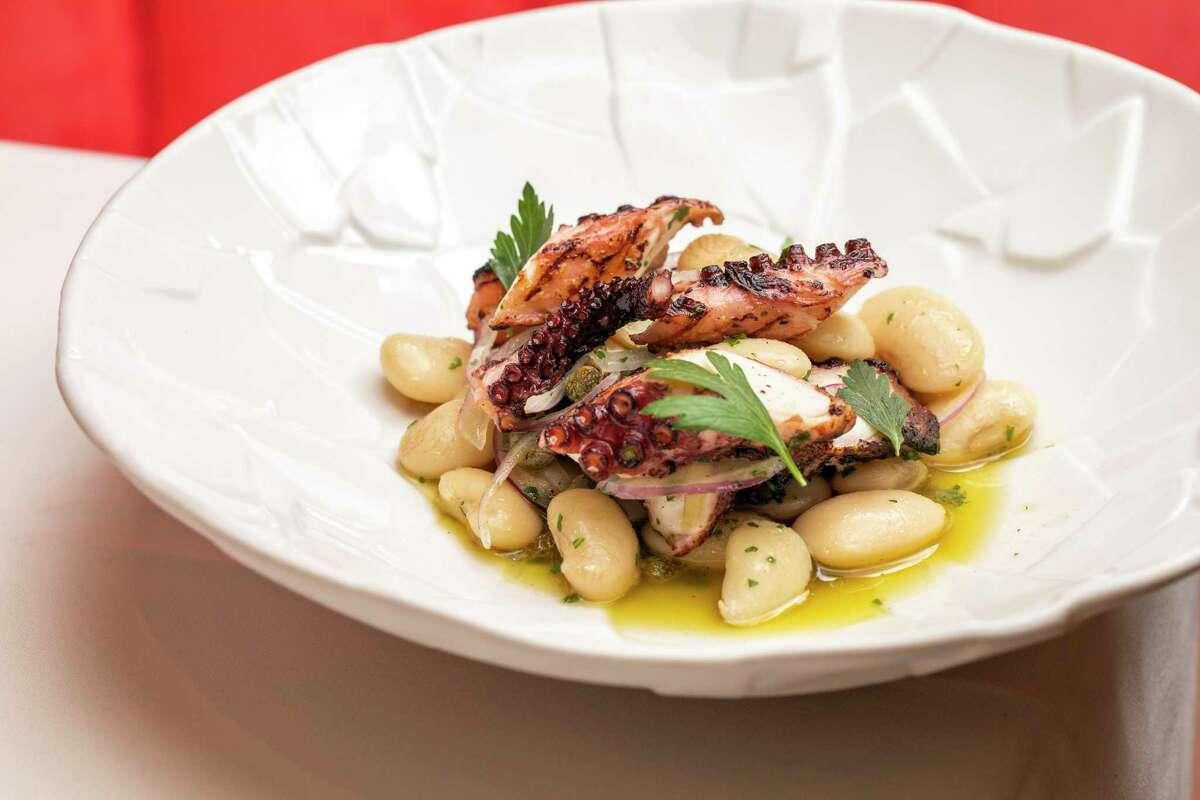 Το χταπόδι σχάρας είναι ένα κλασικό ελληνικό πιάτο στο Estiatorio Ornos στο Σαν Φρανσίσκο.