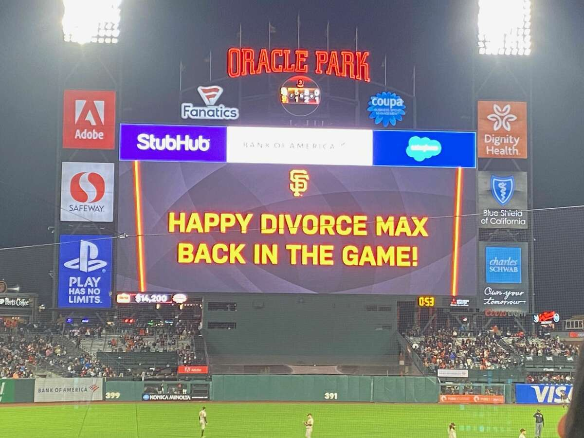 A celebratory message on the Giants' jumbotron on Sept. 15, 2021.