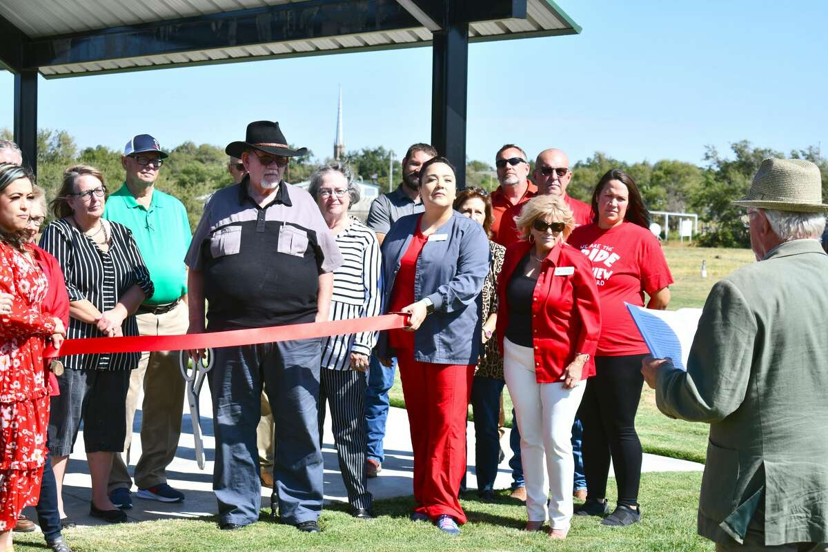 On Thursday morning (Sept. 16, 2021), city leaders and a few of those invested got to celebrate the completion of the project with a special ribbon cutting ceremony at the area just a few yards north of the edge of Plainview's cemeteries where a dart point was found back in 1941.