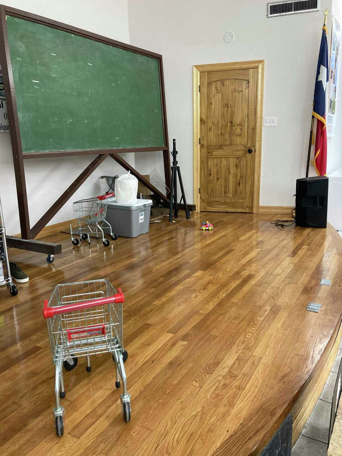 United Steelworkers has set up a food pantry for families who have lost their income as a result of the ExxonMobil lockout, which occurred on May 1.