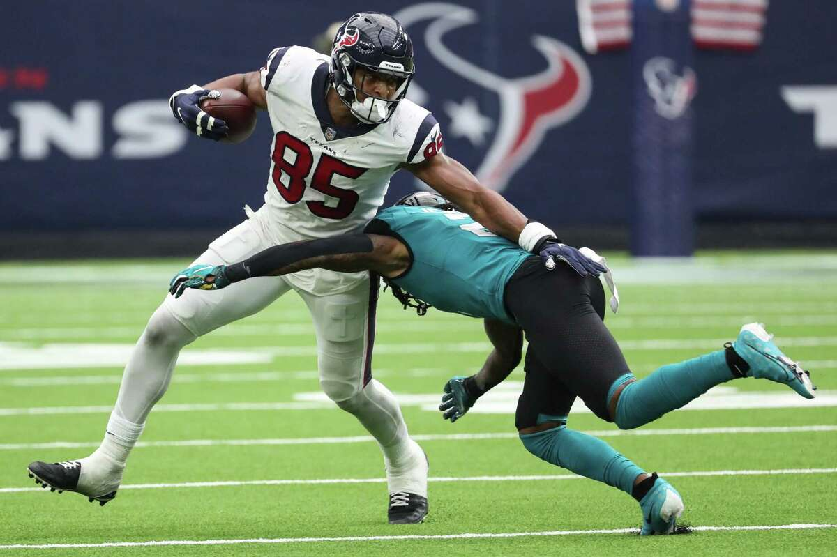 Texans tight end Pharaoh Brown, making a run and reception against the Jaguars in the opener, wants to 'dominate' against Cleveland, his former team.