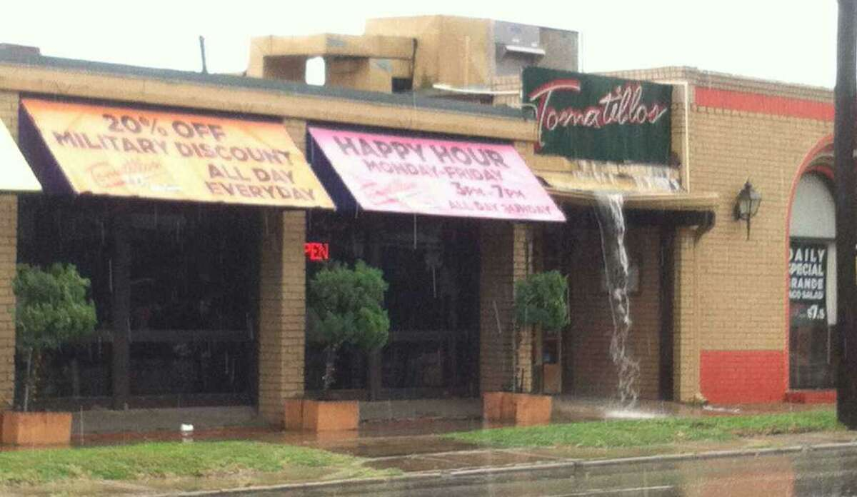 Tomatillos Cafe y Cantina is closing its Broadway location Sept. 26 and will reopen near the intersection of Loop 1604 and U.S. 281 in November.
