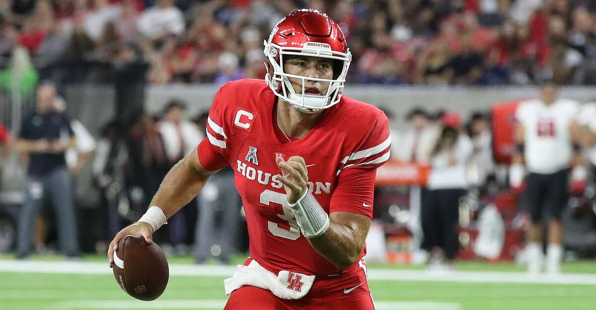 Houston Cougars quarterback Clayton Tune (3) runs with the ball during the second quarter of the Texas Kickoff college football game at NRG Stadium, Saturday, September 4, 2021, in Houston.