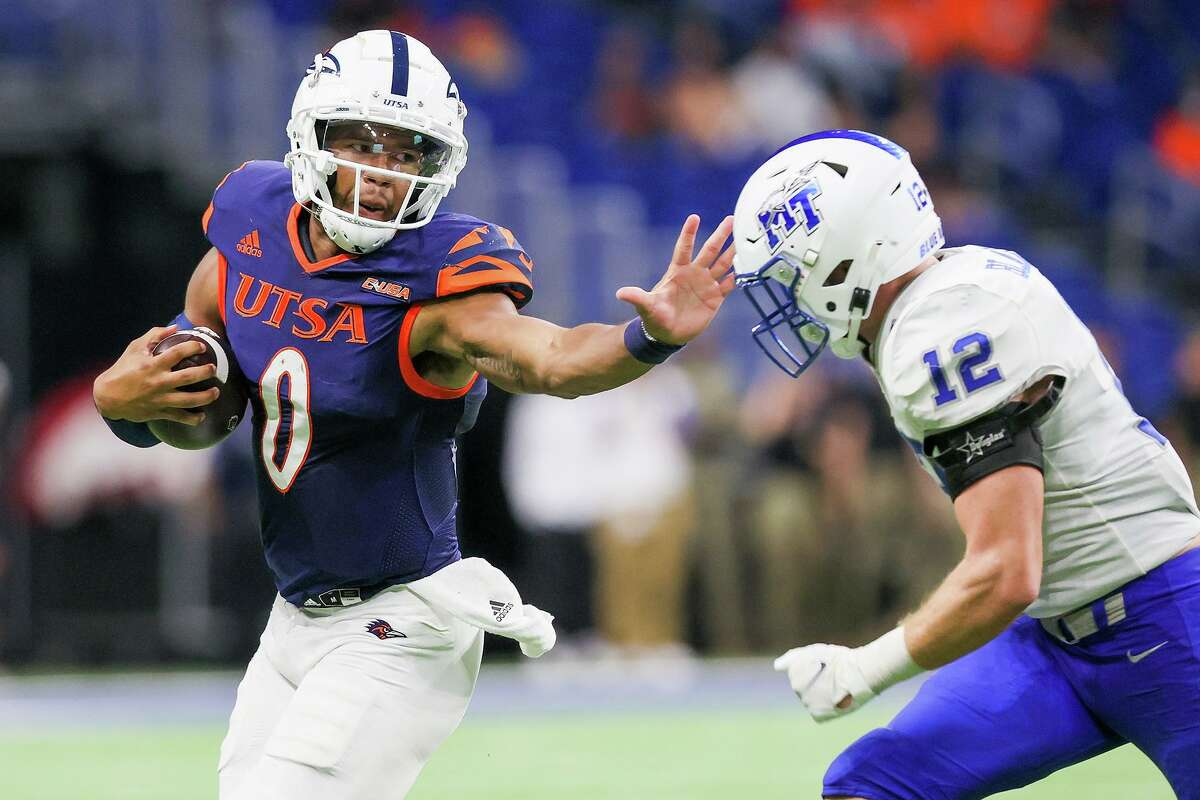 UTSA quarterback Frank Harris, left, tries to get past Middle Tennessee's Reed Blankenship during the second half of their opening Conference USA football game at the Alamodome on Saturday, Sept. 18, 2021. UTSA beat Middle Tennessee 27-13.