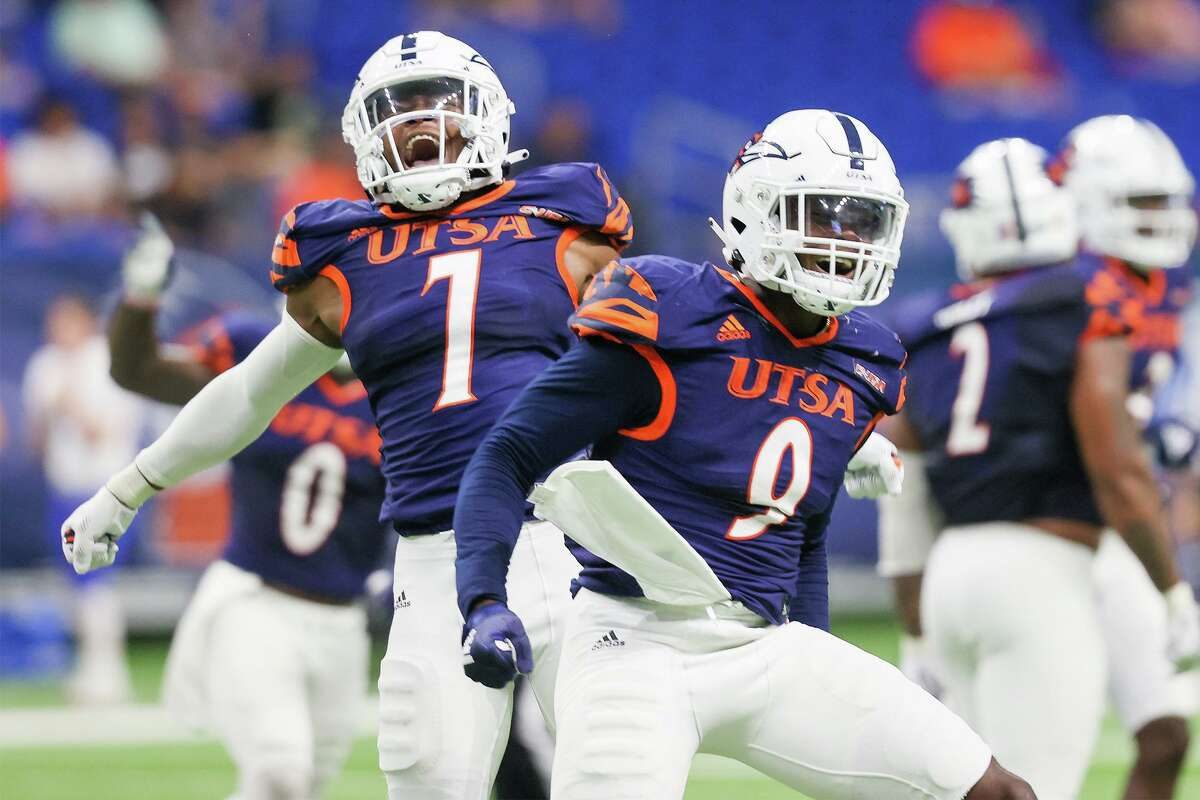 Linebackers Dadrian Taylor, left, and Clarence Hicks almost gave UTSA its second straight shutout in Saturday's win.