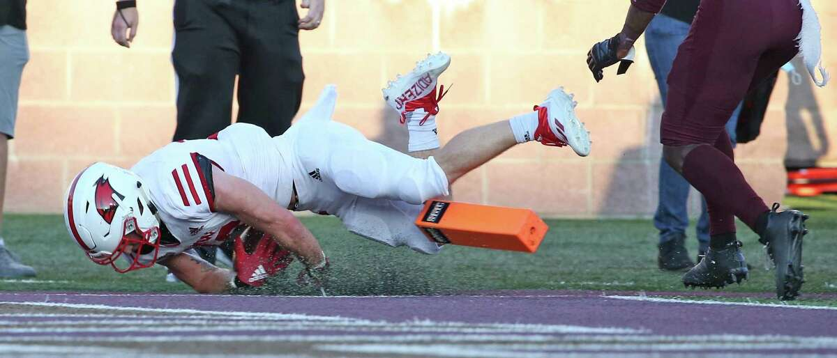 UIW Robert Ferrel dives over for a touchdown. FBC Texas St-UIW on Saturday, Sept. 18, 2021.