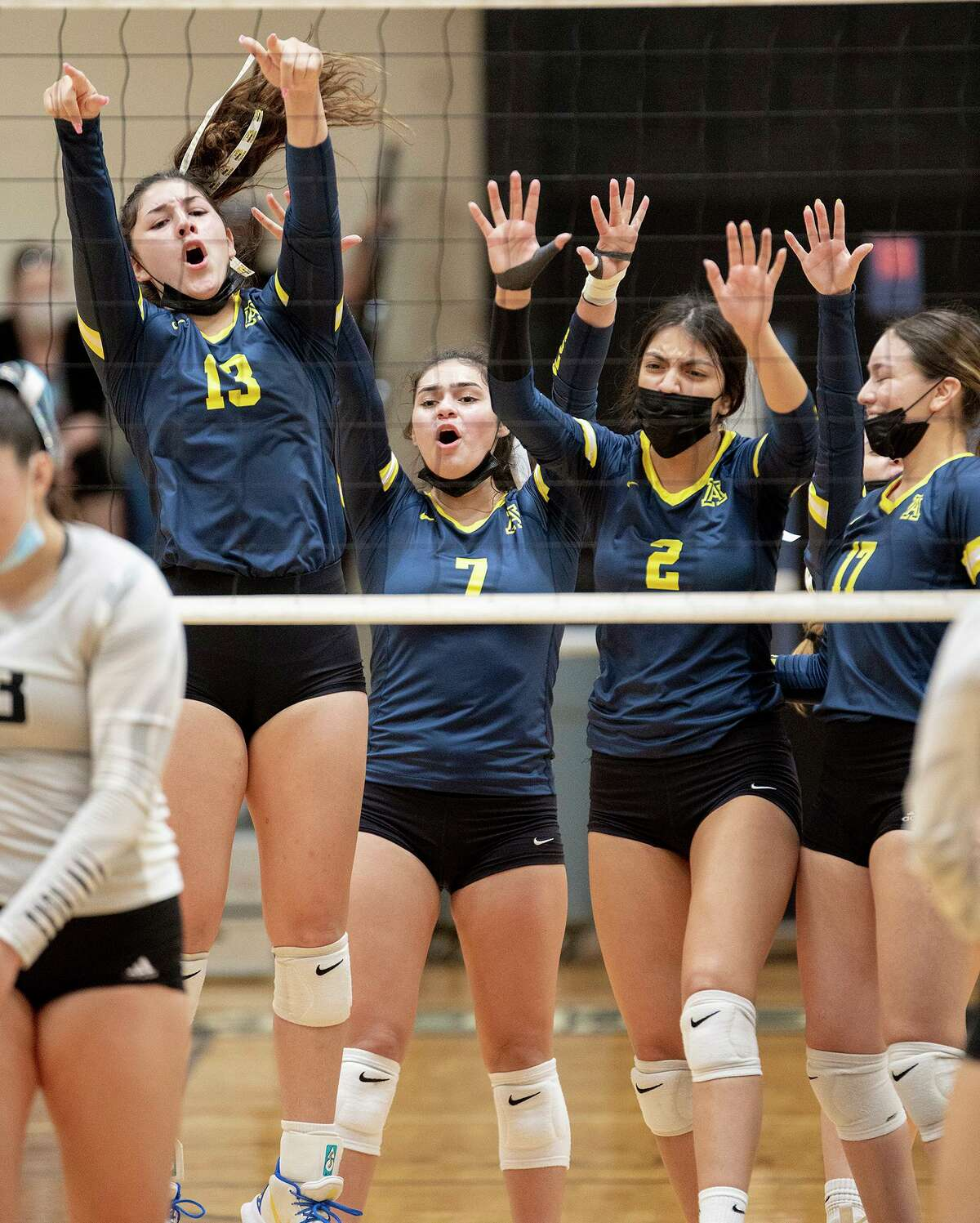 The Alexander Lady Bulldogs swept the United South Lady Panthers on Saturday to stay perfect in District 30-6A competition.
