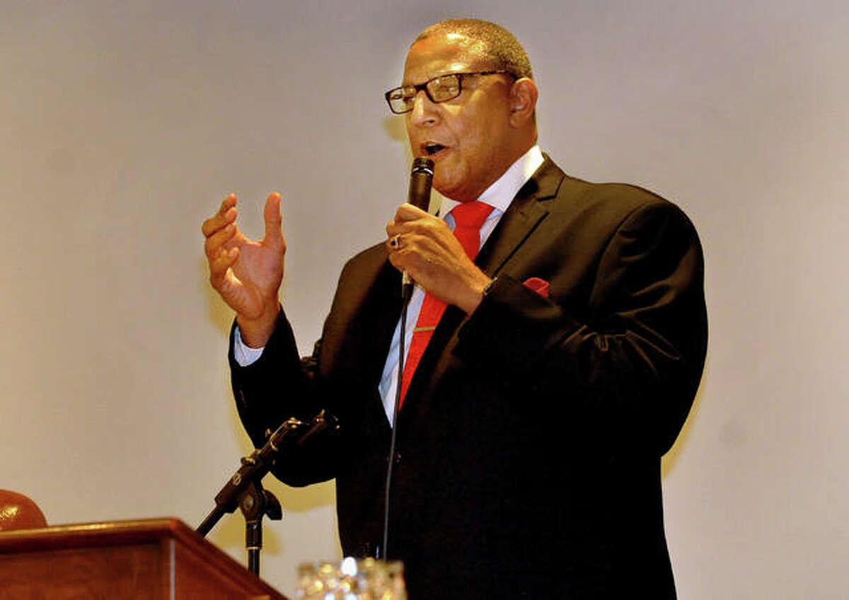 Alton Mayor David Goins speaks at the Metro Area Professional Organization 2021 Honors Dinner Celebration Saturday.