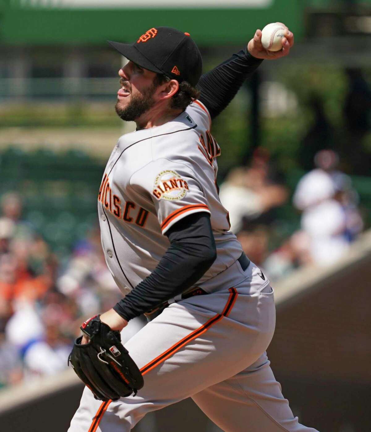 CHICAGO, ILLINOIS - SEPTEMBER 10: Dominic Leone #52 of the San Francisco Giants throws a pitch during the first inning of a game against the Chicago Cubs at Wrigley Field on September 10, 2021 in Chicago, Illinois. (Photo by Nuccio DiNuzzo/Getty Images)