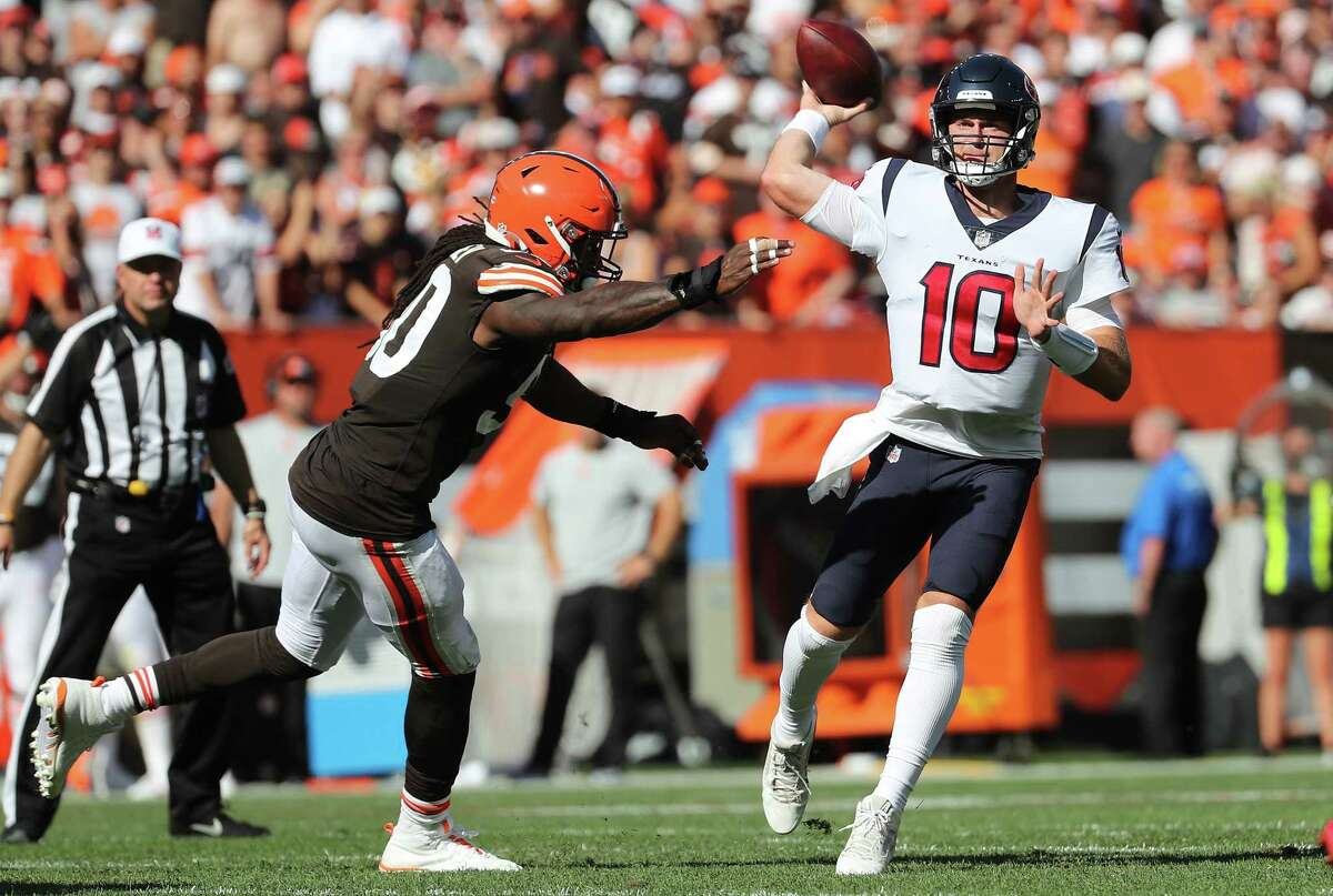 The Texans were forced to change up their approach when Davis Mills entered Sunday's game at quarterback following an injury to starter Tyrod Taylor.