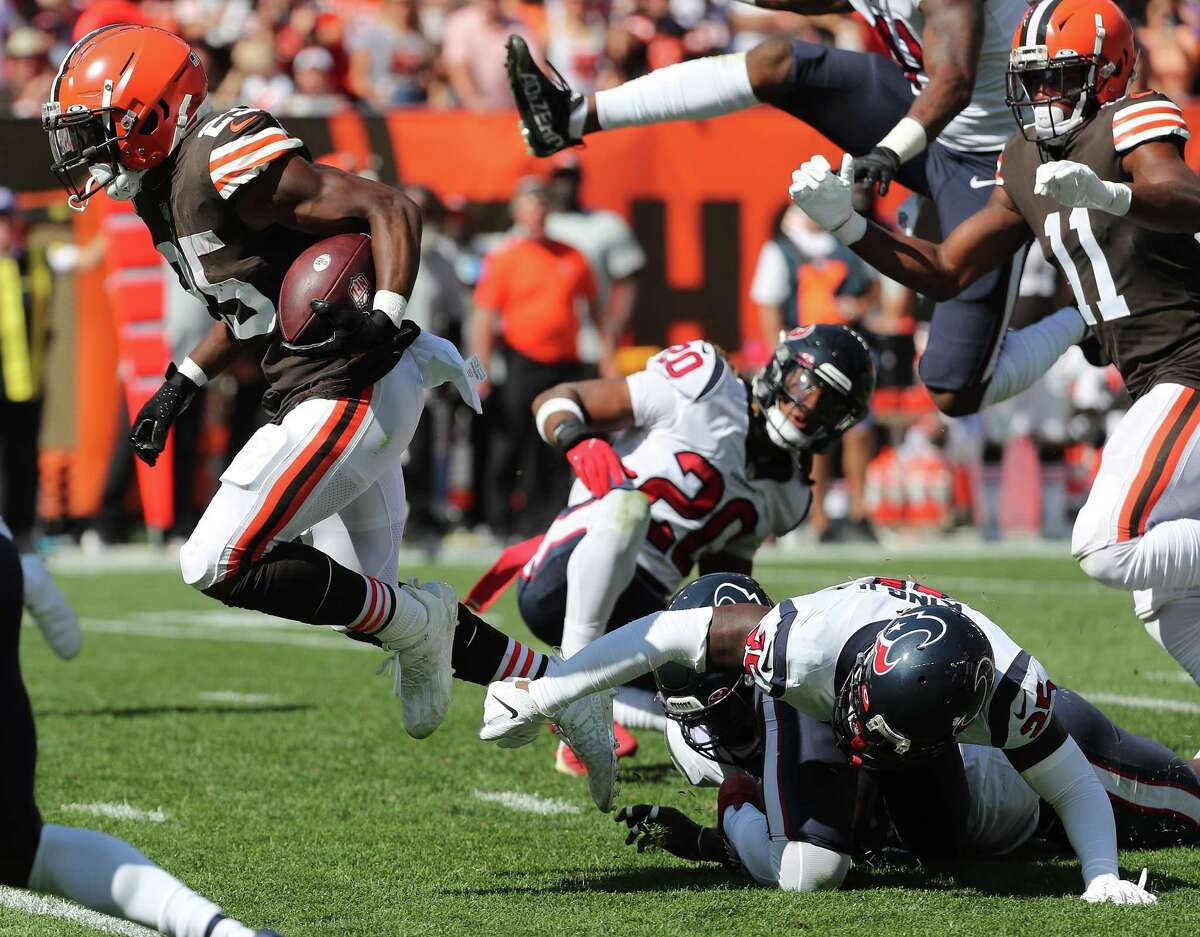 Demetric Felton (25) left the Texans' defense in his wake on his 33-yard touchdown catch that gave the Browns a lead they wouldn't relinquish Sunday.