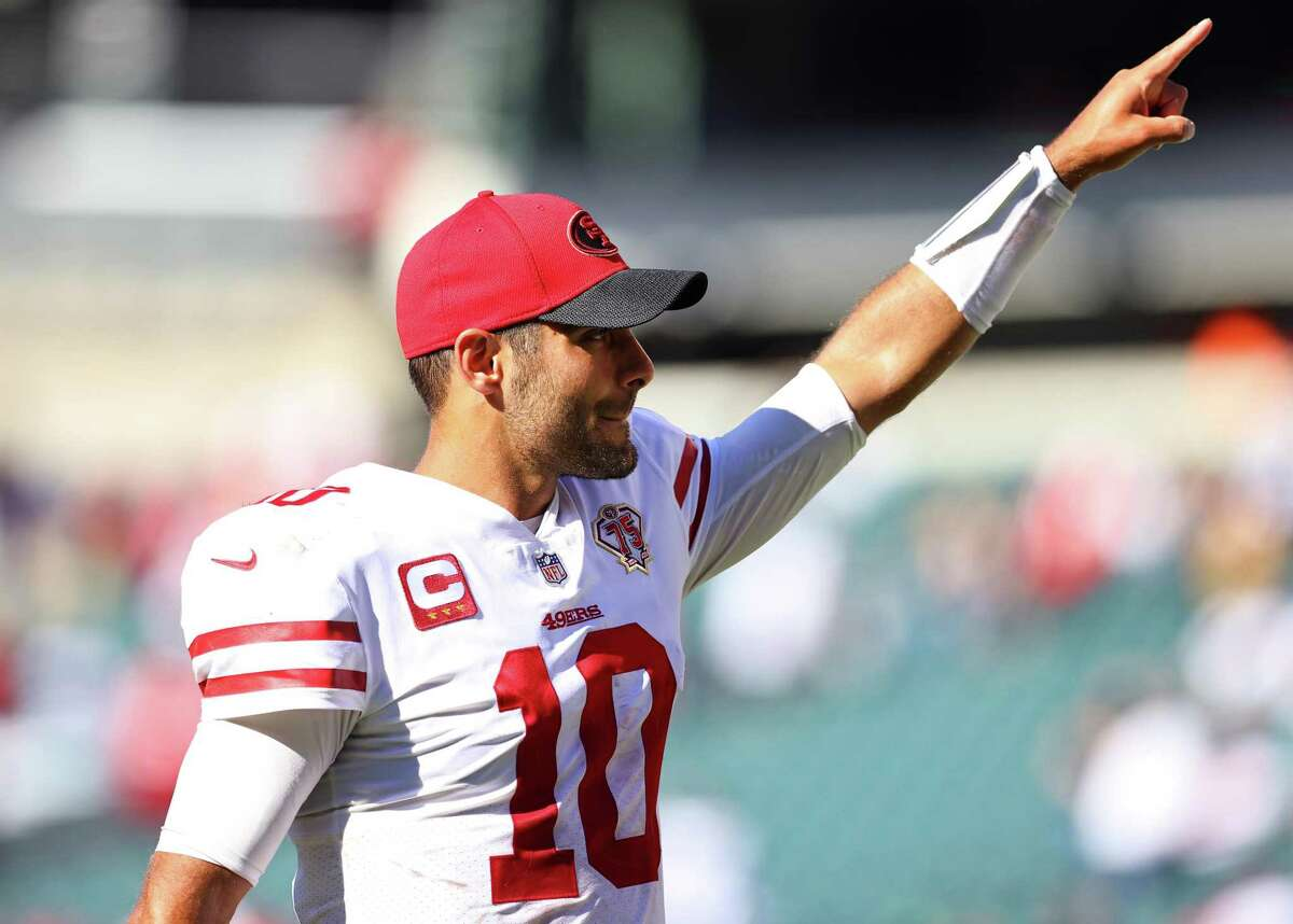 PHILADELPHIA, PENNSYLVANIA - SEPTEMBER 19: quarterback Jimmy Garoppolo #10 of the San Francisco 49ers celebrates following the 17-11 win over the Philadelphia Eagles at Lincoln Financial Field on September 19, 2021 in Philadelphia, Pennsylvania. (Photo by Mitchell Leff/Getty Images)