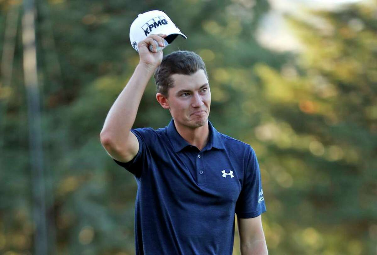 Maverick McNealy tips his hat after making eagle on No. 18 to lose by one stroke to Homa during the Fortinet Championship.