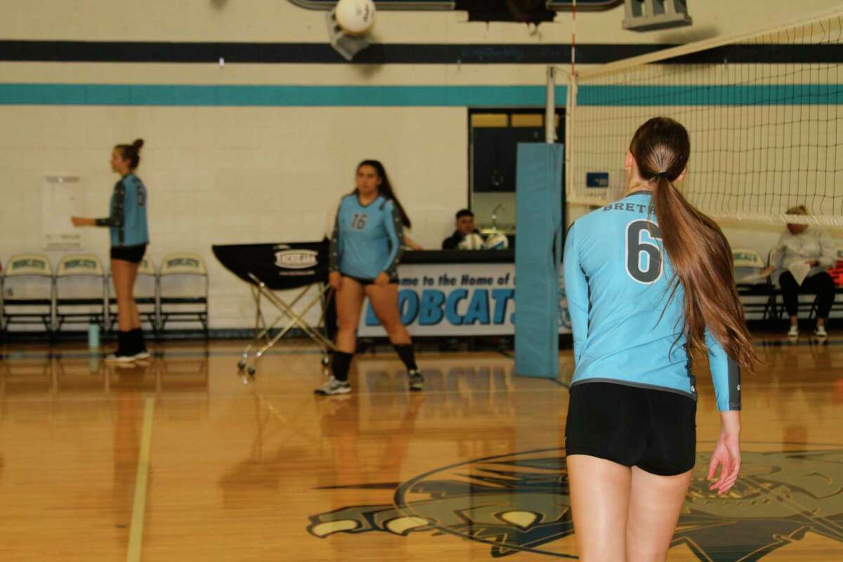Sydney Bialik and the rest of the Brethren Bobcats warm-up prior to facing Pentwater. (McLain Moberg/News Advocate)
