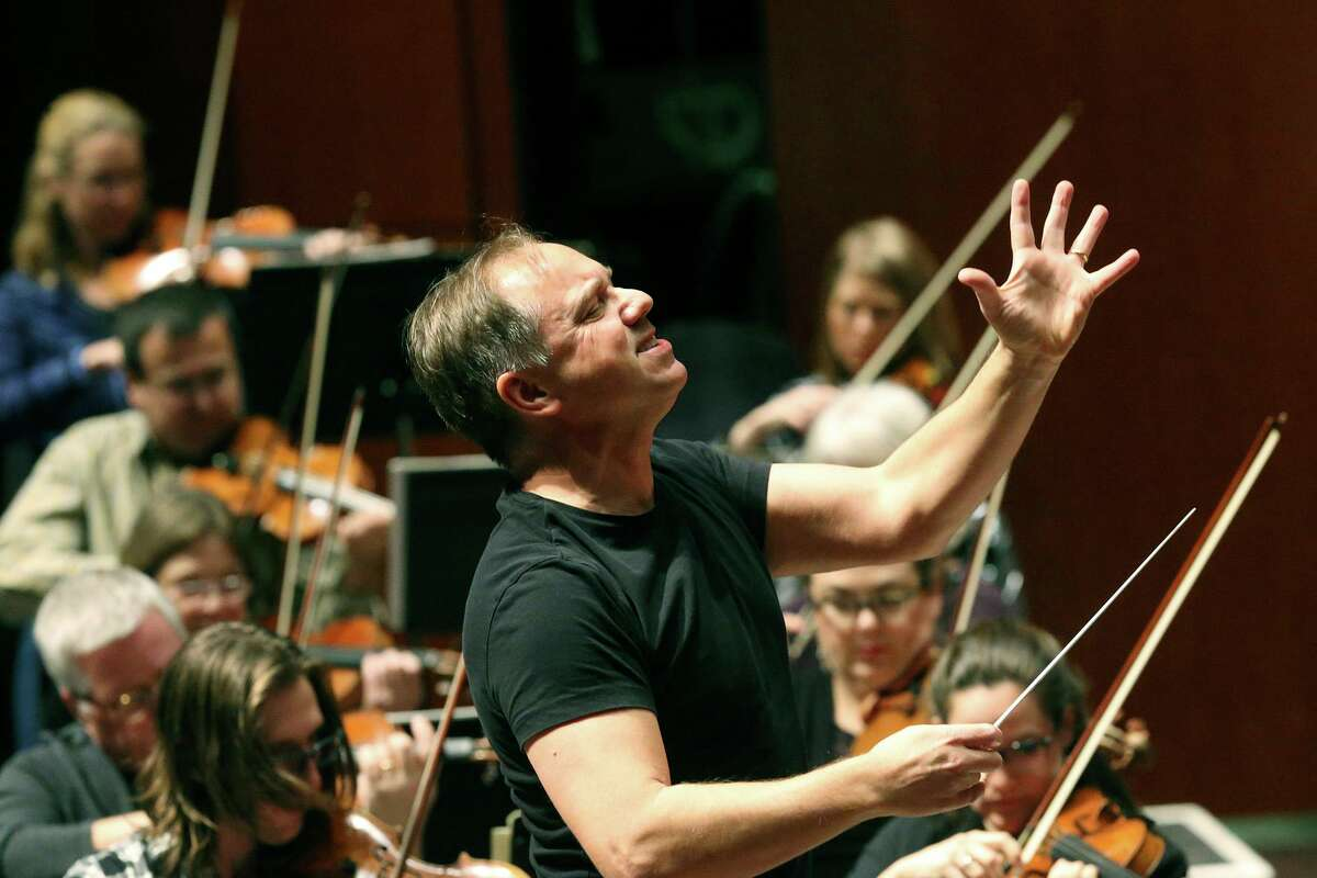Sebastian Lang-Lessing conducting a rehearsal of the San Antonio Symphony in 2018. He is now music director emeritus of the symphony.